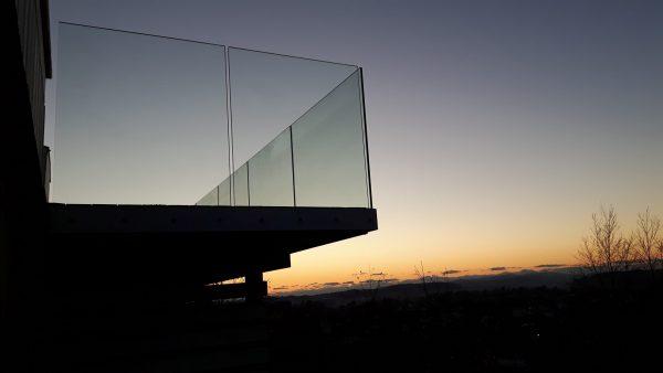 terrasse glassrekkverk Helglass Sidemontert smihuset